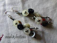Orecchini pendenti con bottoncini di nodiEbottoni su Etsy, $11.00