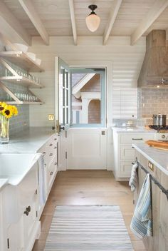 of a Dutch Door {My New House Pretty Kitchen Dutch Door - with Screen door too! Dearborn Builders - Tory HaynesPretty Kitchen Dutch Door - with Screen door too! House Of Turquoise, Door Design, House Design, Kitchen Doors, Kitchen Taps, Interior Exterior, Interior Door, Interior Design, My Dream Home