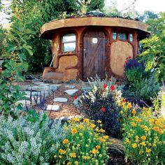 Pallets form the frame of this sturdy, durable, creative cob building. Plus, you can host a building party to minimize time and effort spent constructing your affordable, sustainable cob cabin. Cob Building, Building A House, Green Building, Cob House Plans, Earth Bag Homes, Earthship Home, How To Build A Log Cabin, Cabin In The Woods, Natural Homes