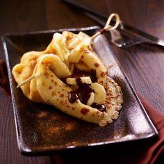 Recette de Crêpe en aumônière à la banane, sauce chocolat par Francine. Découvrez notre recette de Crêpe en aumônière à la banane, sauce chocolat, et toutes nos autres recettes de cuisine faciles : pizza, quiche, tarte, crêpes, Crêpes sucrées fourrées, ...