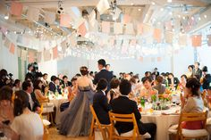 ゲストも新郎新婦も一緒に歌う、踊る!笑顔のウェディングパーティー 【ムービー有り】 | Party Report | PARTY | CLASKA Wedding Flowers, Wedding Inspiration, Table Decorations, Party, Pink, Burgundy, Crafts, Manualidades, Parties