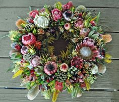 Resendiz Brothers Protea Growers LLC was etablished in 1999 with a passion for growing exotic South African and Australian flowers. Wreaths And Garlands, Xmas Wreaths, Christmas Decorations, Flower Cart, Flower Boxes, Australian Christmas, Country Wreaths, Funeral Flowers, Faux Flowers