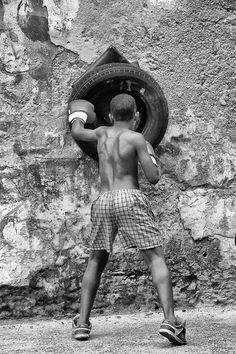 / /...N I N O ♥ L O F F R E D O.../ /  Box in Cuba.
