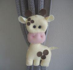 prendedor de cortina-girafa em feltro