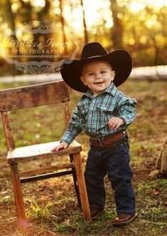 Super Baby Boy Blankets Country IdeasYou can find Cowboy baby and more on our website. Cute Baby Boy, Baby Boys, Cute Kids, Cute Babies, Cowboy Baby, Little Cowboy, Boy Pictures, Boy Photos, Country Baby Pictures