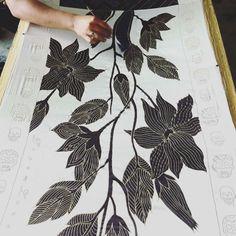 Silk in progress . . #scarf #scarves #designerscarf#accessoires  #luxury #style #silkscarf#silkscarves #wrap #designerwrap#fashiondesign #silkscreen #screenprint#abstractart #artist #wearableart#artcollectors #artistsoninstagram #artwork#newartist #fashionblogger #fashionpost#LAfashion#dreamluxe#wearableart #handpainted#handpainted#batik#losangelesfashion#oneofakind