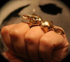 Kissing rabbit ring