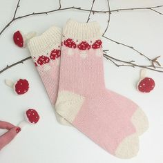 Neue Socken und ein paar Glücksbringer für 2017 . Frohes neues Jahr ! | New socks and some good luck charms for 2017 . Happy New Year ! #knitting #instaknit #knitstagram #knittinglove #knitting_inspiration #knittersofinstagram #knittingaddict #i_loveknitting #fliegenpilz #flyagaric #stricken #strikking #breien #sockknitting #socks #fairisle #tricot #sticka #strikkedilla #wool #pastel #kiel #yarnlove #crafting #newyearnewsocks #strickenmachtglücklich Christmas Stockings, Charms, Knitting, Holiday Decor, Instagram Posts, Inspiration, Happy New Year, Kiel, Knitting Socks