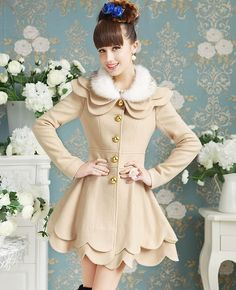 Elegant Cream Double Petalage Fur Collar Woolen Coat