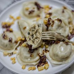 Pierogi z kurczakiem z rosołu Polish Food, Polish Recipes, Dumplings, Panna Cotta, Keto, Chicken, Dinner, Ethnic Recipes, Kitchen