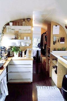 Amazing 40 Unique Airstream Interior Design Ideas You Must Have Airstream Living, Airstream Remodel, Airstream Interior, Trailer Interior, Van Interior, Best Interior Design, Interior Ideas, Living In A Caravan, Van Living
