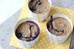 Op zoek naar een gezond tussendoortje? Maak dan eens deze gezonde muffins met Griekse yoghurt en blauwe bessen. Lekker en simpel!