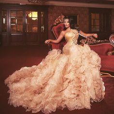 Изюминка нашей коллекции💎Когда его брала, то очень боялась, что девочки подумают о нем неправильно..А его все полюбили!Чего?)1️⃣В выдержанному стиле! Пару аксессуаров (кстати, у нас очень много разнообразных украшений! Так что к любому платью подберем!🔥)Аренда платьев | г.Одесса👗Роскошные платья💎Оригинальные аксессуары🌟Примерка🚘Отправка по Украине📲+380 93 350 7871 Gatsby Style, Princess Dresses, Ball Gowns, Photoshoot, Studio, Formal Dresses, Fashion, Ball Gown, Gowns