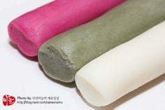 가래떡만들기/가래떡구이 가래떡요리 : 네이버 블로그 Korean Rice Cake, Korean Food, Korean Recipes, Asian Desserts, Rice Cakes, Sweets, Snacks, Baking, Appetizers