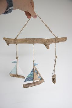 Perfect for your nautical nursery Beach Crafts, Diy Home Crafts, Summer Crafts, Driftwood Mobile, Driftwood Art, Diy For Kids, Crafts For Kids, Arts And Crafts, Eco Deco