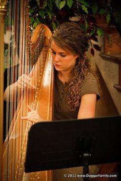 Jana playing the harp. Michael James Duggar, Jana Marie Duggar, Marcus Anthony, Duggar Girls, Duggar Family Blog, Derick Dillard, Jeremy Vuolo, Dugger Family, 19 Kids And Counting