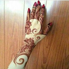 Arabic Mehndi designs are known for their striking color and bold pattern. The best thing about Arabic Mehndi design is that they are very Mehendi, Mehandi Henna, Jagua Henna, Mehndi Art, Arabic Henna Designs, Beautiful Henna Designs, Henna Tattoo Designs, Beautiful Images, Henna Tatoos