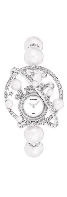 Diamond Watches Ideas : Chanel Watch Celeste with sea pearls and diamonds Chanel Fine Jewelry, High Jewelry, Luxury Jewelry, Pearl Jewelry, Diamond Jewelry, Jewelery, Jewelry Accessories, Gold Jewellery, Chanel Couture