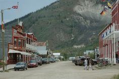 Dawson, Yukon - Love small towns like this one. Have never been, but it reminds me alot of my own hometown. Yukon Alaska, Yukon Canada, Great Places, Places To Go, Beautiful Places, New Travel, Canada Travel, Yukon River, Yukon Territory