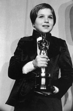 Tatum O'Neal con su Oscar por 'Luna de papel', dirigida por Peter Bogdanovich' (1973). Tenía 10 años.