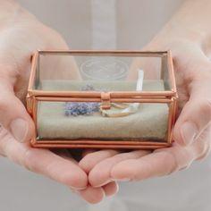 boite à alliances en verre et cuivre gravée