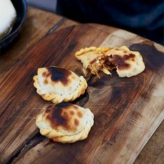 Francis Malmann's Beef and Onion Empanadas. These traditional Argentine empanadas are filled with a flavorful mixture of ground beef, smoked paprika, green olives and cumin, then baked until Beef Empanadas, Empanadas Recipe, Wine Recipes, Mexican Food Recipes, Francis Mallman, Jai Faim, Latin American Food, Caribbean Recipes, Back Home