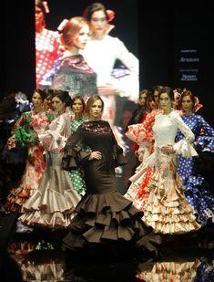 Lina ha presentado su colección «Miradas», con un guiño a las «majas» de Francisco de Goya.  Raúl Doblado | Simof 2016: el desfile de Lina