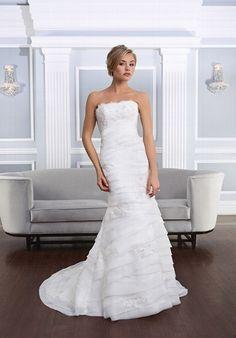 Elfenbeinfarbenes trägerloses mit Perlen besetztes Brautkleid mit Alencon Spitze im asymmetrischen Meerjungfrauen-Stil - von Lillian West