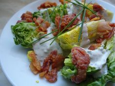 LCHF-bloggen: Isbergsalat med blåmuggostdressing og bacon