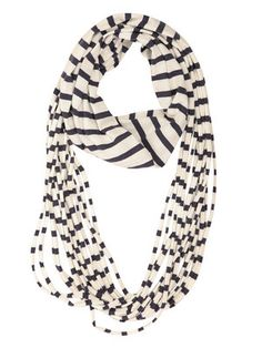 These scarves are so easy to make with an old t-shirt!