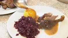 In vielen Orten Bayerns ist am 3. Sonntag im Oktober Kirchweih. Vielerorts wird dieser Tag mit Musik und Tanz gefeiert. Zum Fest gehört dann auch ein klassischer Kirchweihbraten. Und das bedeutet: schlechte Zeiten fürs Federvieh. Beef, Food, Sunday, October, Meat, Easy Meals, Musik, Food Food, Essen