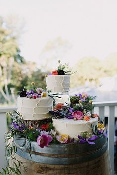 Vibrant Eclectic Byron Bay Australia Wedding With Organic Detailing | Photograph by Heart and Colour - dreamy wedding cake inspiration