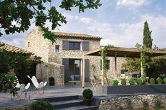 superbe terrasse devant cette magnifique maison en vieille pierre de france ,pergola en bois parsemé de buis sur le flanc de terrasse