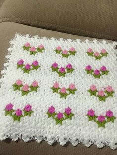 "Alıntıdır ""This post was discovered by Nim"" Crochet Quilt, Crochet Home, Crochet Motif, Crochet Designs, Crochet Doilies, Crochet Baby, Baby Knitting Patterns, Crochet Patterns, Macrame Toran"