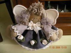 Anjo Angel Crafts, Xmas Crafts, Felt Crafts, Entertaining Angels, Christmas Tree Angel, Fabric Brooch, Fabric Toys, Handmade Beads, Handmade Design