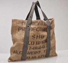 Come riciclare i sacchi di juta. Acquistare prodotti in grandi quantità significa spesso avere a disposizione un numero crescente di sacchi di juta, da conservare e da riutilizzare. La juta, infatti, è una fibra vegetale estremamente...