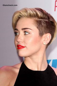 Looking for Cool Miley Cyrus hairstyles? Here we present you trendy and cool hairstyles for young and flamboyant girls. Check out these awesome Miley Cyrus hairstyles. Undercut Hairstyles, Pixie Hairstyles, Celebrity Hairstyles, Cool Hairstyles, Undercut Pixie, Cabelo Miley Cyrus, Miley Cyrus Short Hair, Miley Cyrus 2013, Short Pixie Haircuts