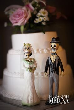 Elegant novio caketopper and wedding banners for our wedding!  I can't wait!