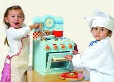 Le Toy Van wooden stove set in retro blue and red is just the thing for your little chef. This one is great for boys and girls. AGE: 3+  #toys2learn#letoyvan#honeybake#stove #kitchen#cook#cooking#pretendplay#play #toys#toy#children#child#kids
