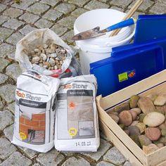 Mosaikplatten aus Beton selber machen - New Ideas Mosaic Stepping Stones, Pebble Mosaic, Mosaic Tiles, Pebble Art, How To Start Yoga, How To Make, Intense Games, Backyard Makeover, Up Game