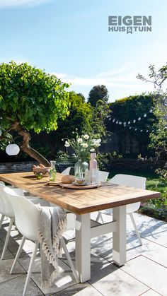 Discover recipes, home ideas, style inspiration and other ideas to try. Outdoor Rooms, Outdoor Dining, Outdoor Furniture Sets, Outdoor Decor, Garden Design London, Patio Images, Contemporary Garden Design, Courtyard Design, Outside Living