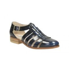 Clarks Hotel Bustle Women's Casual Shoe in Navy or Oyster Leather
