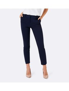 Add a touch of classic comfort to your wardrobe with our Mindy petite 7/8 slim pants. For a modern silhouette and truly effortless sophistication, pair with heels or flats to suit your occasion.