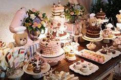 Resultado de imagem para mesa de aniversário vários bolos