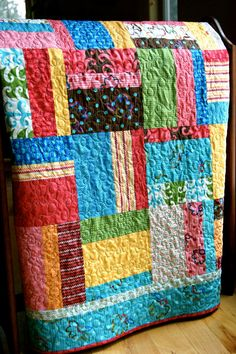 This fun, brightly lit handmade quilt is called Fingerpaints. It has been pieced in a random, patchwork pattern with Modas new collection called Quilt Baby, Scrappy Quilts, Easy Quilts, Jellyroll Quilts, Quilting Projects, Quilting Designs, Quilting Ideas, Handgemachtes Baby, Quilt Modernen