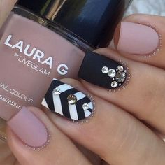 These days, not only fingernails but also toenails are considered as important points of beauty for women. Toe nail designs look very pretty and chic as the way they do on our finger nails. They add more style to our feet. With the sandal season just around the corner, are you looking for ways to …
