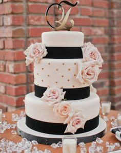 WeddingChannel Galleries: Round White & Black Wedding Cake