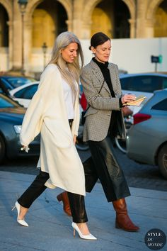 Sarah Harris and Jo Ellison Autumn Fashion 2018 Street, Street Fashion, Street Style 2017, Street Chic, Street Wear, Fashion Moda, Vogue Fashion, Net Fashion, Sarah Harris