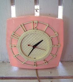 awesome retro pink clock~we had a clock like this I think it was aqua ; Love Vintage, Vintage Pink, Vintage Items, Vintage Decor, Vintage Hats, Vintage Stuff, Pink Clocks, Old Clocks, Vintage Clocks