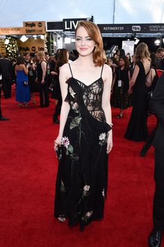 See Emma Stone slay in a partially sheer Alexander McQueen dress at the 2017 SAG awards. Fashion 2017, Star Fashion, Runway Fashion, Fashion Show, Fashion Design, High Fashion, Celebrity Red Carpet, Celebrity Dresses, Celebrity Style
